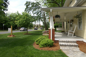 bed breakfast with front porch in matthews north carolina